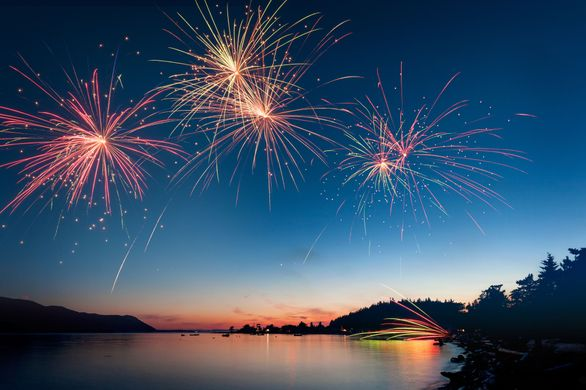 https_fthmb.tqn.comLP4_NoRsJCWGS0tIGa0vEBAru9o=4256x2832filters_fill(auto,1)low-angle-view-of-firework-display-over-river-during-sunset-604213021-57752e7b3df78cb62c11ab